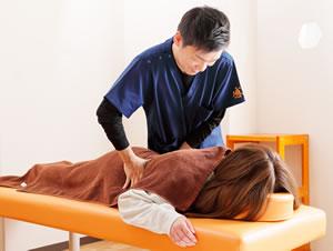青葉区青葉台 からだラボ整骨院・整体院 青葉台院の腰痛施術写真01
